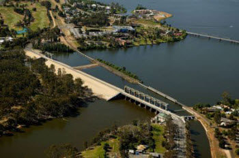Yarrawonga Weir.   Click for more information.